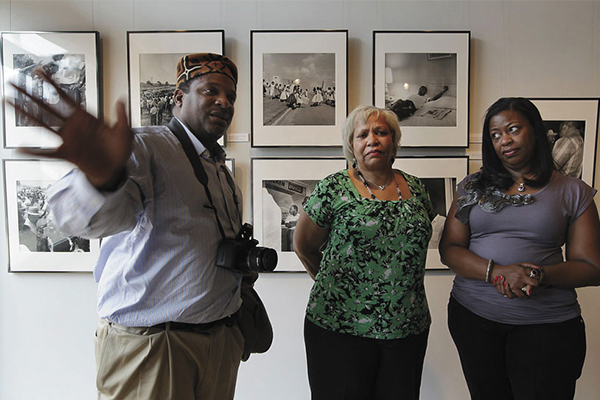 Newspapers revelation rocks photographers family