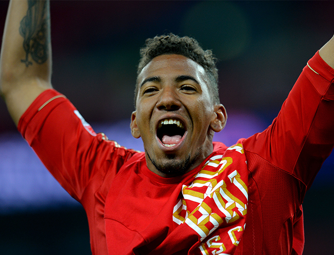 JÉRÔME BOATENG GETS A HERO'S WELCOME