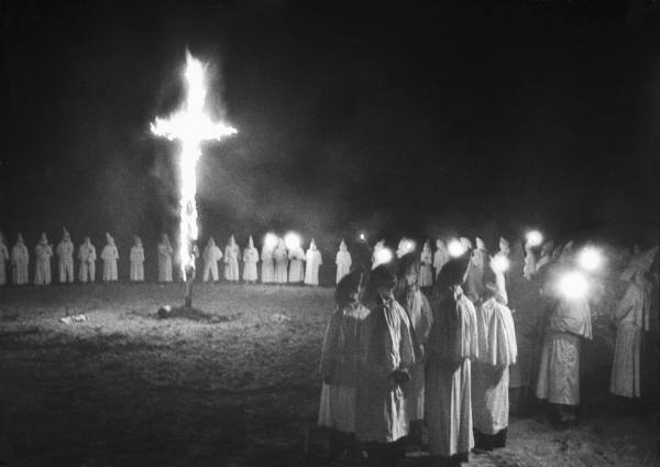 FLORIDA TOWN STUNNED BY NEWS OF POLICE KKK TIES