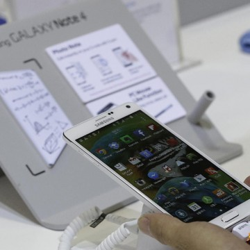 SAMSUNG SEEKS BOOST FROM REDESIGNED NOTE