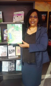 Candace_Lynn_holding_book