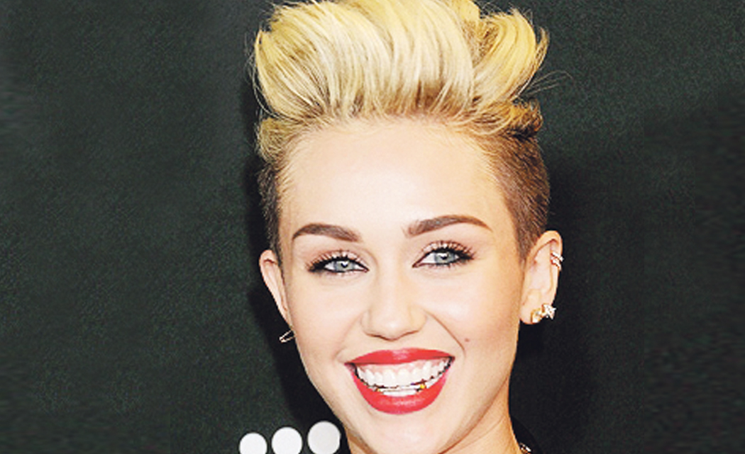 Miley-Cyrus-dazzles-at-Art-Basel-Miami-Beach-show