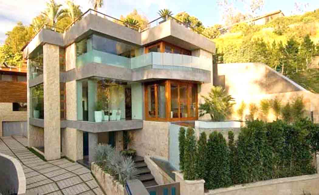 Quirky-add-ons-a-common--feature-of-celebrity-homes-