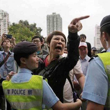 Hong-Kong-rally-against-Chinese-shoppers-turns-chaotic