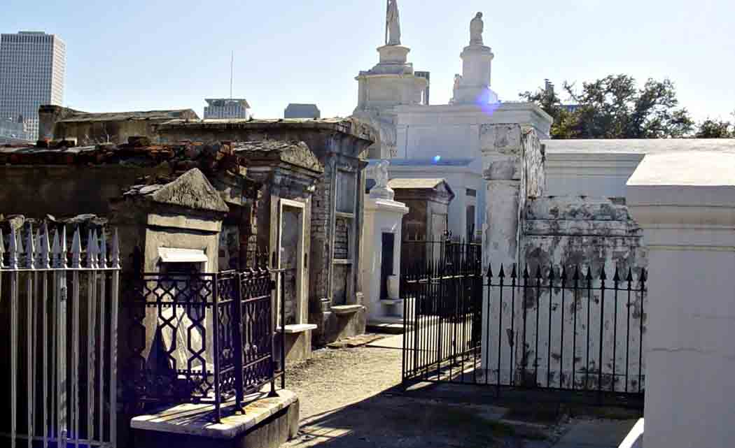 Solo-tourists-banned-in-New-Orleans'--oldest-cemetery