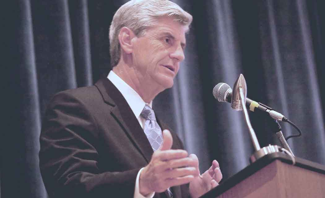Bryant-vetoes-bill-he-calls-weak-on-ditching-Common-Core