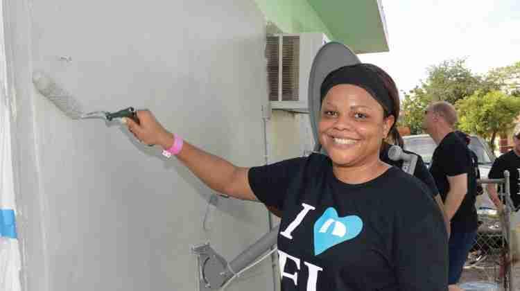 Bank,-volunteers-unite--to-repair-Pompano-home