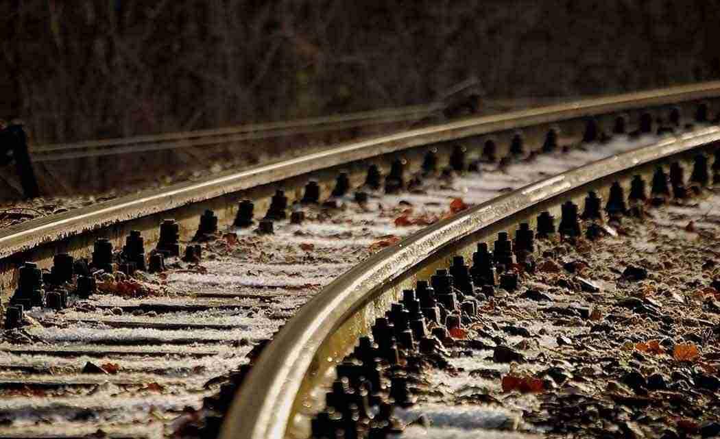 railroad_track_