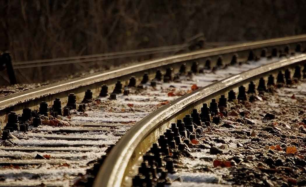 railroad_track_