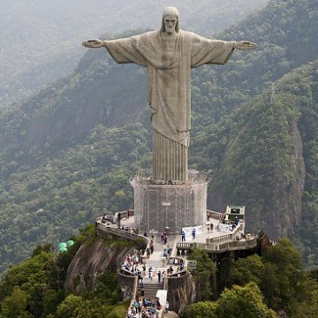 Christ the Redeemer sculpture towers over Rio de Janeiro, Friday, Oct. 2, 2009.  Rio de Janeiro will be the host of the 2016 Olympics.  (AP Photo/Felipe Dana)   Original Filename: Brazil_2016_Bids_XSI134.jpg