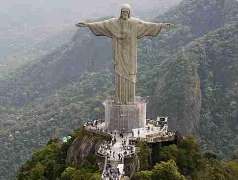 Christ the Redeemer sculpture towers over Rio de Janeiro, Friday, Oct. 2, 2009.  Rio de Janeiro will be the host of the 2016 Olympics.  (AP Photo/Felipe Dana)   Original Filename: Brazil_2016_Bids_XSI134.jpg