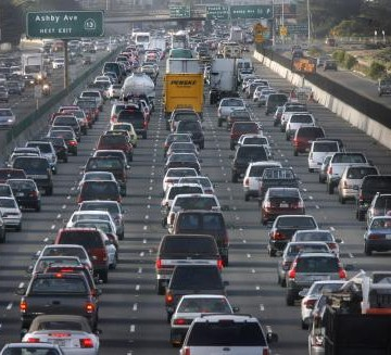 Heavy, slow-moving morning commute traffic on westbound Highway 80 on the second day after the 580 freeway collapse.  PHOTO:  Mark Costantini / The Chronicle