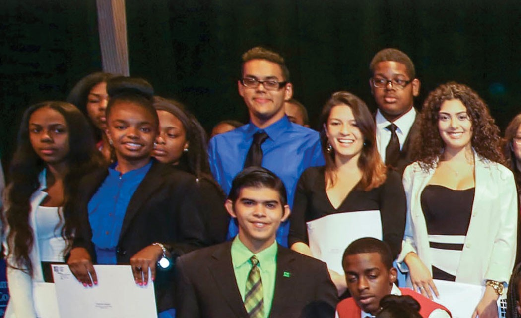 Miami-Dade-College-graduates-record-number-of-future-bankers