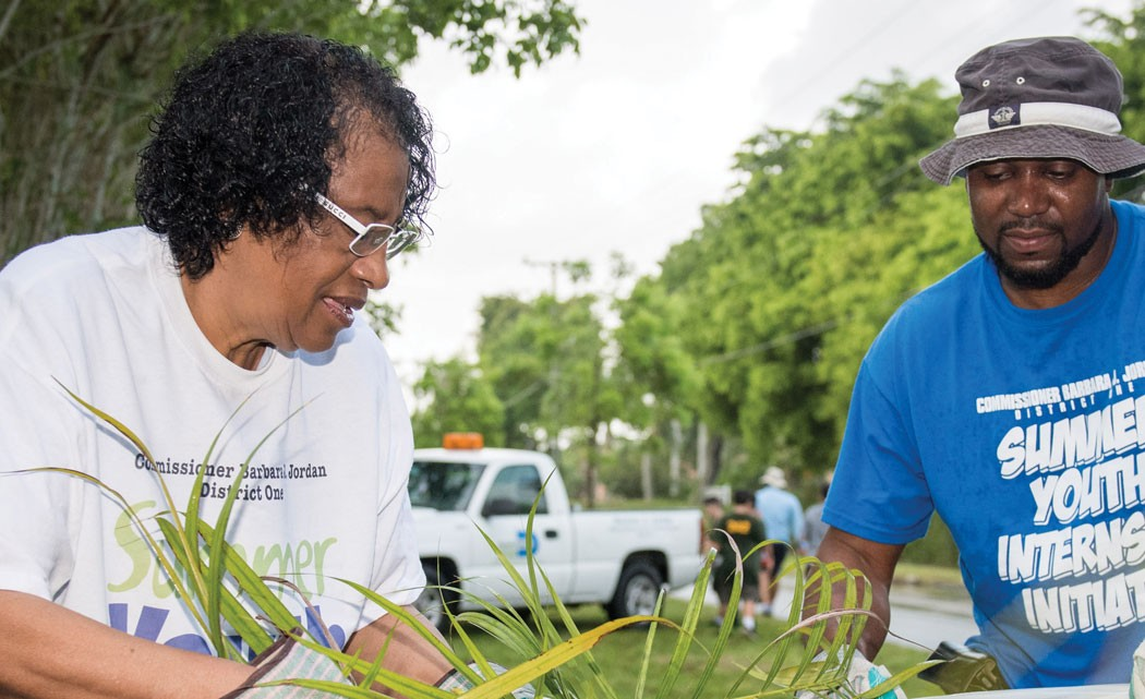Residents-clean-up--Country-Club-of-Miami