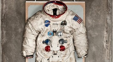 neil armstron space suit