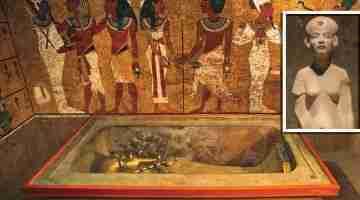 Queen-Nefertiti-is-buried-by-King-Tut-