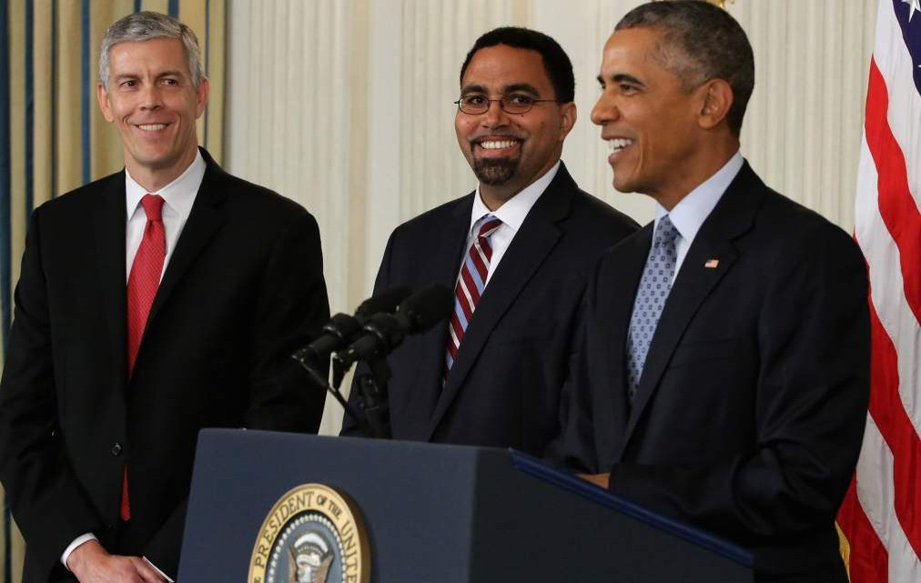 WASHINGTON, DC - OCTOBER 02:  U.S. President Barack Obama (R) announces his nomination of Deputy Education Secretary John B. King Jr. (C) to be the next head of the Education Department, replacing Education Secretary Arne Duncan (L), in the State Dining Room at the White House October 2, 2015 in Washington, DC. Obama praised the work of Duncan, one of the few remaining members of the president's original cabinet.  (Photo by Chip Somodevilla/Getty Images)