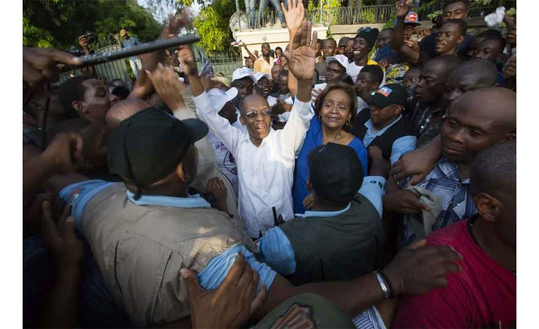 In-Haiti,-Aristide-tells--thousands-to-vote-for-candidate