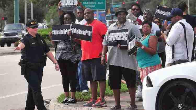 """Protestors-insist-""""No-Justice-No-Profit"""""""