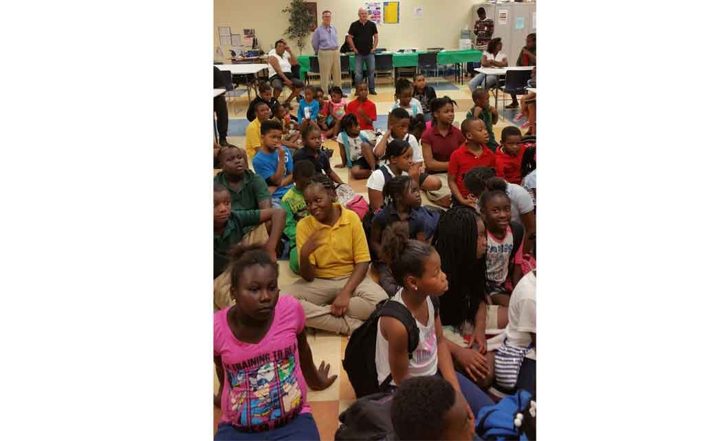 Minuteman-Press-and-Commissioner-Moss-host-holiday-toy-giveaway
