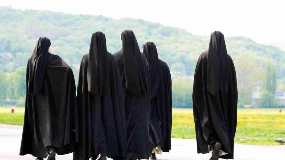 17536674 - five nuns