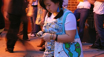 398px-teenage_girl_texting
