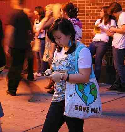 398px-teenage_girl_texting