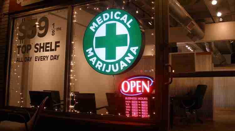 800px-discount_medical_marijuana_-_2