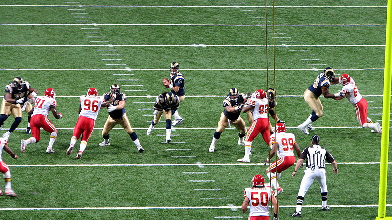 800px-kansas_city_chiefs_at_st-_louis_rams_2006