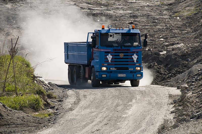 800px-truck_at_a_landfill-1