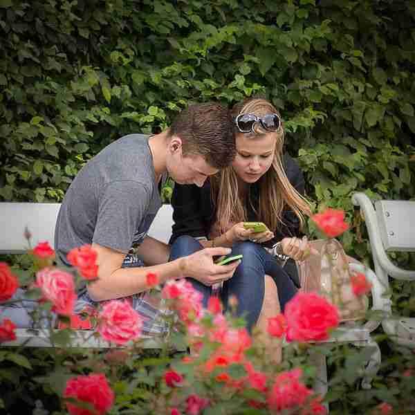 a_mobile_couple