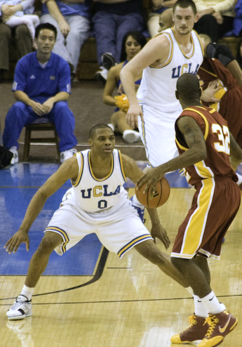 russell_westbrook_guarding_oj_mayo_cropped