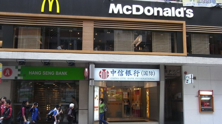 800px-hk_shek_tong_tsui_queens_road_west_sun_on_building_shop_mcdonalds_shops_china_citic_bank_hang_seng_bank_dec-2012