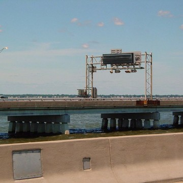 800px-Hampton_Roads_Bridge-Tunnel_eastbound_span