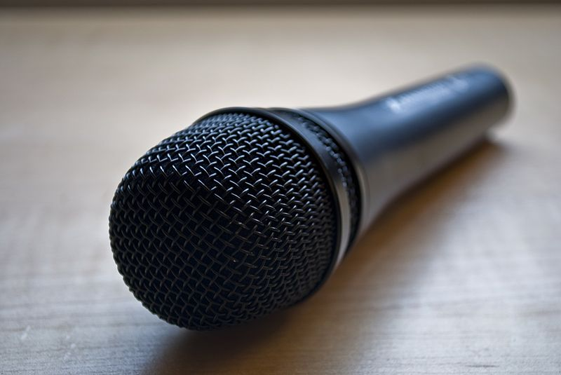 800px-Microphone