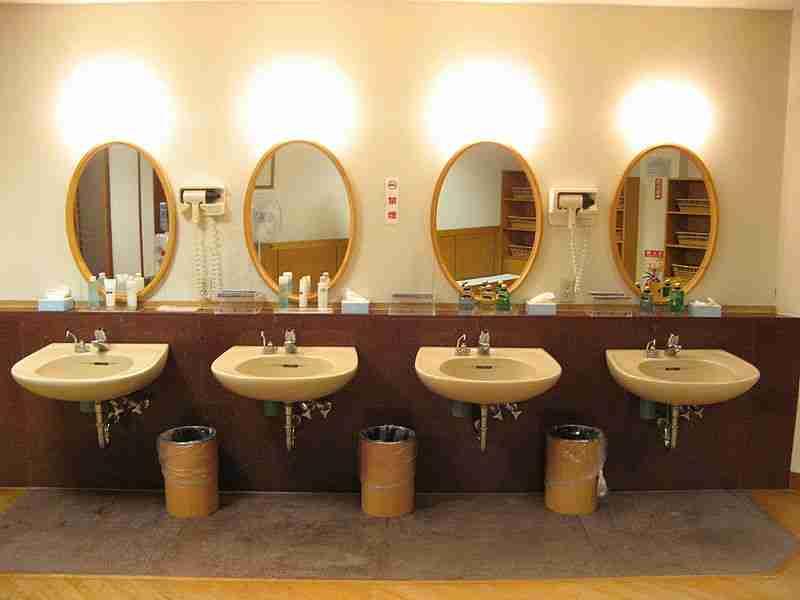 800px-Onsen-3-Mirrors