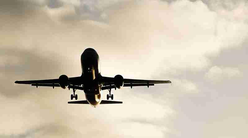 airplane_approaching_to_palma_de_mallorca_airport