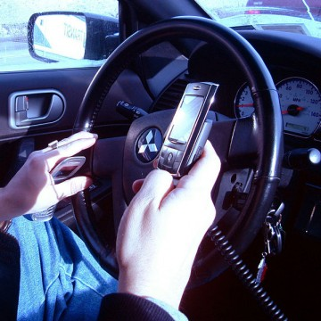687px-Hand_held_phones