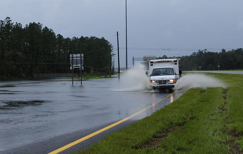 800px-FEMA_-_37595_-_Ambulance_on_a_flooded_road_in_Florida (1)