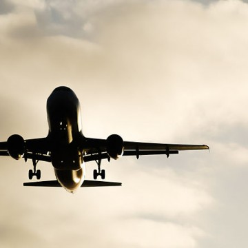 Airplane_approaching_to_Palma_de_Mallorca_airport (1)