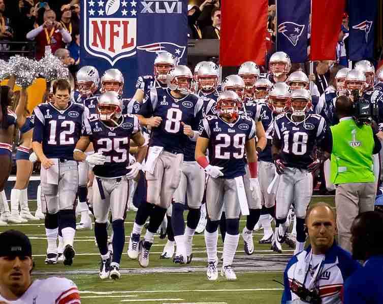 New_England_Patriots_grand_entrance_(6837539245)