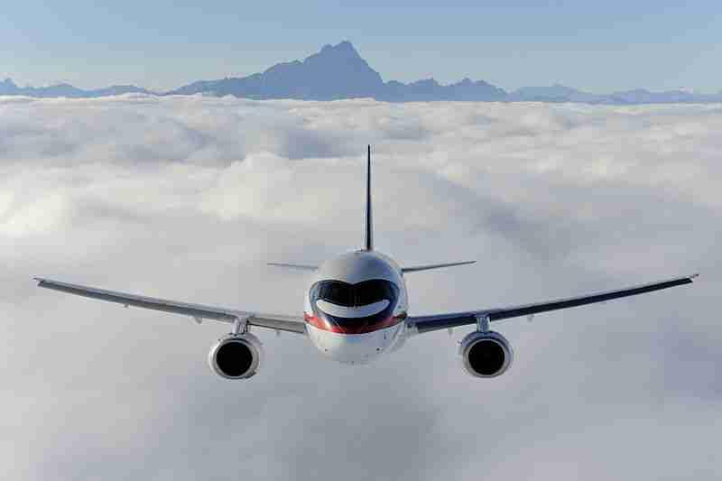 Sukhoi_SuperJet_100_(5114478300)