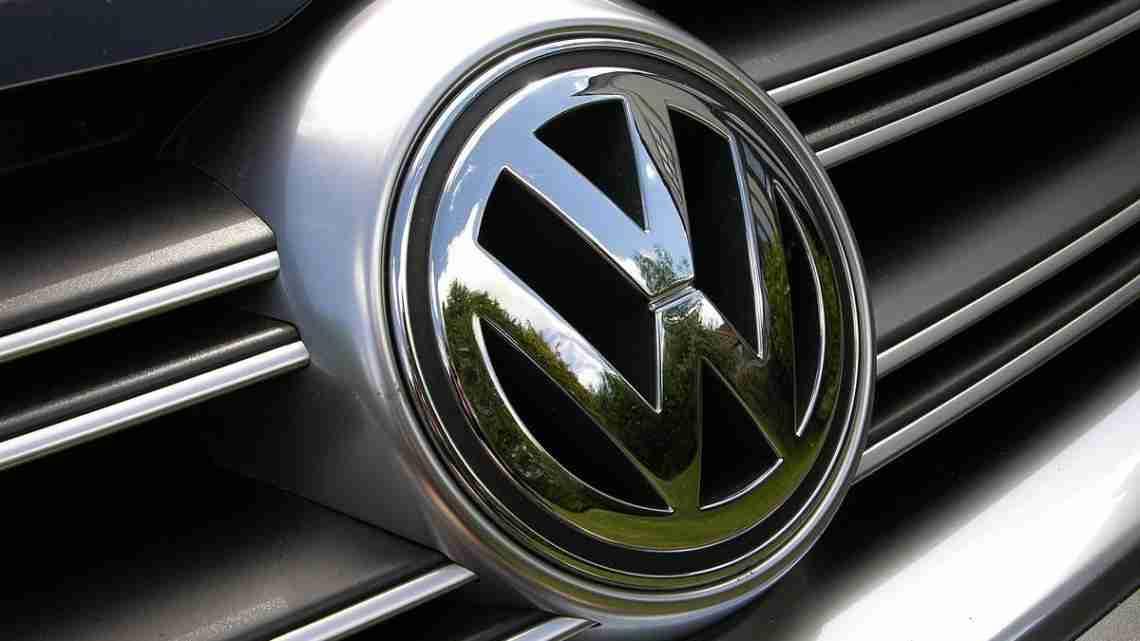 2007_Volkswagen_Golf_R32_-_Flickr_-_The_Car_Spy_(13)