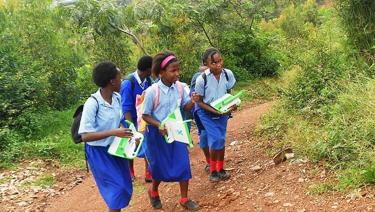 742px-Children_with_OLPC_laptops_on_the_way_home