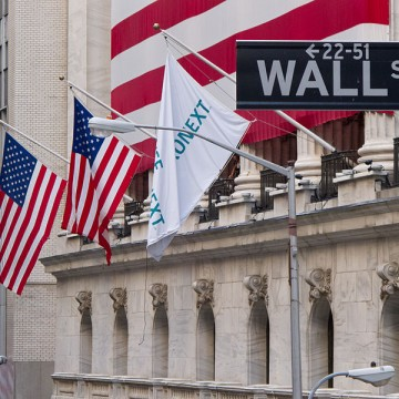800px-Wall_Street_-_New_York_Stock_Exchange
