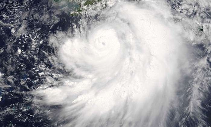 Hurricane_Dennis_on_July_7_2005_1550_UTC