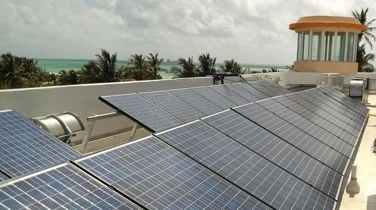 Ocean_Drive_South_Beach_solar_panels_on_roof,_2012