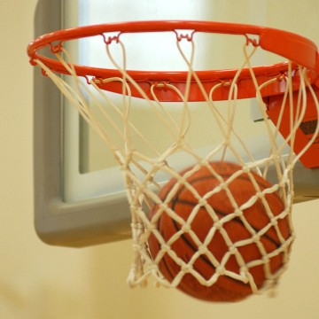 1140px-Basketball_through_hoop