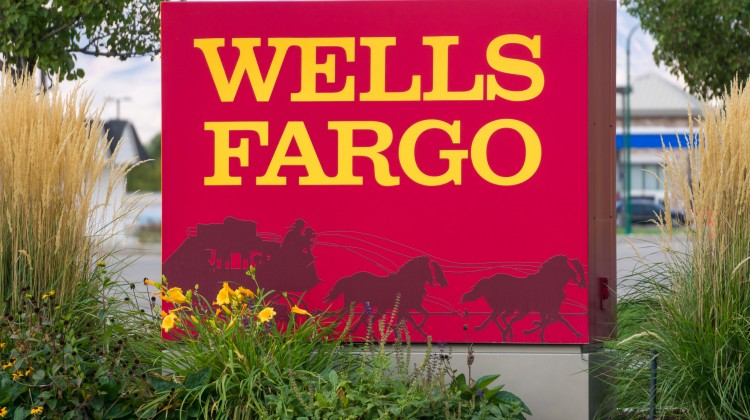 69515643 - provo, ut/usa - october 2, 2016: wells fargo exterior sign and logo. wells fargo & company is an american international banking and financial services holding company.