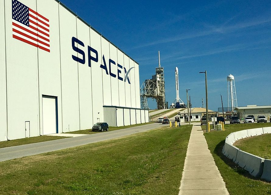 From_the_SpaceX_hanger_to_the_Pad_(32900542964)